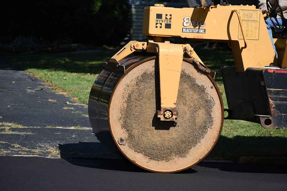 How to Pick a Commercial Paving Company